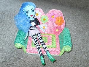 Вяжем крючком кукольный диванчик. Ярмарка Мастеров - ручная работа, handmade.