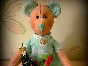 Мишка тильда с подарочком))Аукцион ЗАВЕРШЕН | Ярмарка Мастеров - ручная работа, handmade
