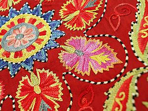 Вышивка шёлком по шёлку: Латиф Садриддинов – узбекский мастер сюзане. Ярмарка Мастеров - ручная работа, handmade.