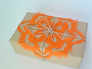 Делаем снежинку для оформления новогоднего подарка. Ярмарка Мастеров - ручная работа, handmade.