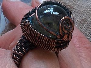 «Бюджетный брульянт», или Делаем кольцо со стеклянным шариком из медной проволоки. Ярмарка Мастеров - ручная работа, handmade.