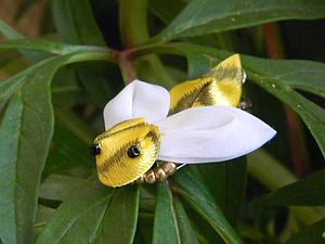 Пчелка- канзаши (Цумами-кандзаси) | Ярмарка Мастеров - ручная работа, handmade