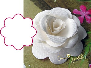 Master-class on making roses out of paper