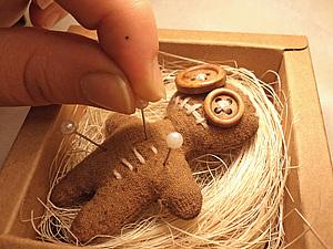 Сувенирная куколка-вуду в подарочной коробке handmade