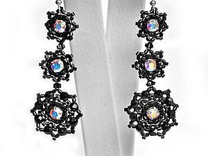 Плетем из бисера и кристаллов Сваровски лёгкие черные серьги-снежинки. Ярмарка Мастеров - ручная работа, handmade.