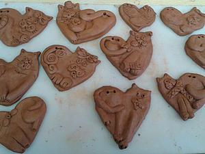 Видео мастер-класс: лепим из глины сердечко с веселым котиком. Ярмарка Мастеров - ручная работа, handmade.