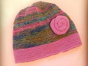 Вяжем спицами очаровательную весеннюю шапочку с розочкой. Ярмарка Мастеров - ручная работа, handmade.