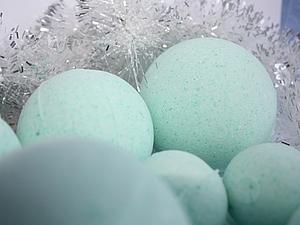 Бомбочка для ванны с блестками и эвкалиптом. Ярмарка Мастеров - ручная работа, handmade.