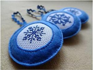 Елочные игрушки из фетра с вышивкой.. Ярмарка Мастеров - ручная работа, handmade.