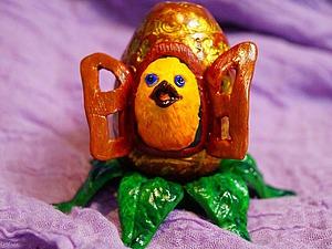 Цыплёнок в пасхальном яйце из полимерной глины. Ярмарка Мастеров - ручная работа, handmade.