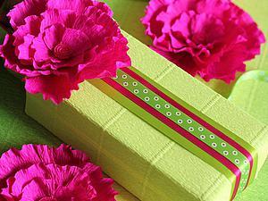 Создаем цветы из гофробумаги для декора подарочной упаковки. Ярмарка Мастеров - ручная работа, handmade.