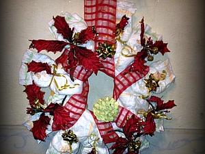 Новогодний венок из подгузников для молодых родителей   Ярмарка Мастеров - ручная работа, handmade