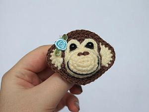 Вяжем крючком брошку-обезьянку — символ 2016 года. Ярмарка Мастеров - ручная работа, handmade.