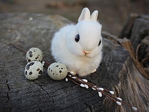 Белоснежный пасхальный кролик в смешанной технике | Ярмарка Мастеров - ручная работа, handmade