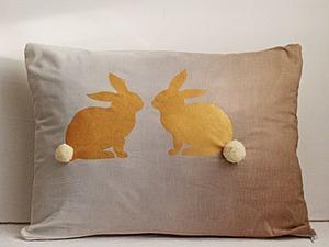Создаем пасхальную декоративную подушку с помощью трафаретов. Ярмарка Мастеров - ручная работа, handmade.