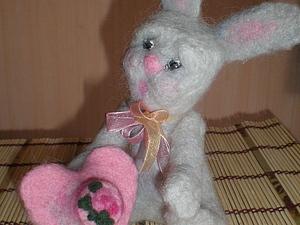 Кролик с тортом на сердце. Ярмарка Мастеров - ручная работа, handmade.