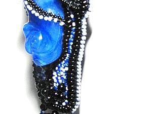 Не традиционный подход к созданию  украшений из бисера на примере кулона «Модный приговор