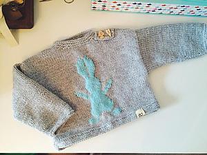 Вяжем милый детский пуловер с зайчиком. Ярмарка Мастеров - ручная работа, handmade.