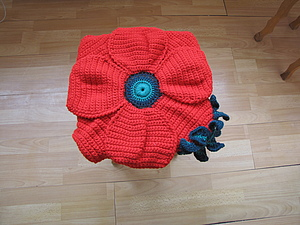 Описание вязаной накидки-сидушки-подушки