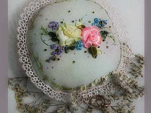 """Декоративная подушка """"Две розы"""". Ярмарка Мастеров - ручная работа, handmade."""