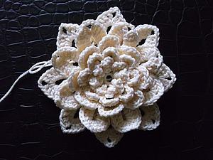 Вяжем объемный цветок крючком. Ярмарка Мастеров - ручная работа, handmade.