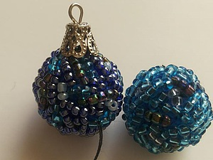 Создаем маленькие ёлочные шарики с помощью пряжи и бисера. Ярмарка Мастеров - ручная работа, handmade.