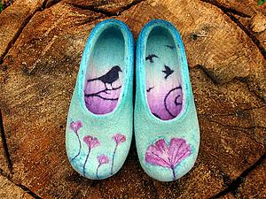"""Рисуем шерстью: декор """"стельки"""" в войлочных тапочках. Ярмарка Мастеров - ручная работа, handmade."""
