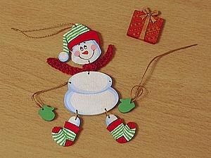 «Веселый снеговик», или Елочная игрушка из фанеры своими руками. Ярмарка Мастеров - ручная работа, handmade.