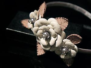 Ободок для волос с кожаными цветами ручной работы | Ярмарка Мастеров - ручная работа, handmade