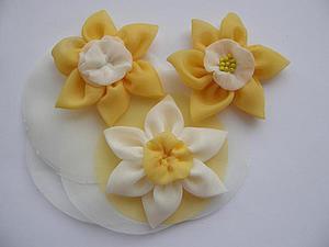 Делаем из ткани нарцисс для декора украшений | Ярмарка Мастеров - ручная работа, handmade