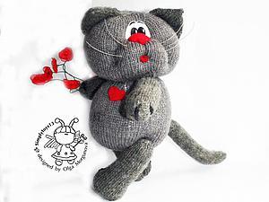 Вяжем игрушку спицами «Влюбленный кот». Ярмарка Мастеров - ручная работа, handmade.