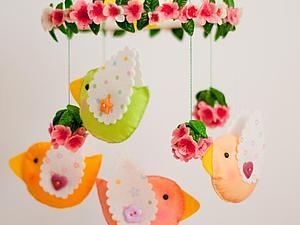 Декоративный мобиль из фетра для детской комнаты. Ярмарка Мастеров - ручная работа, handmade.
