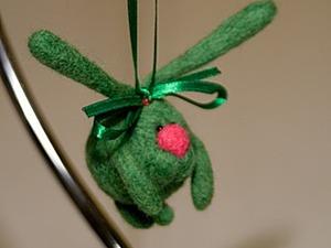 Валяем игрушки-зайчиков на елку. Ярмарка Мастеров - ручная работа, handmade.