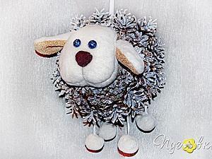 Мастерим овечку из шишек — новогоднюю игрушку на городскую елку. Ярмарка Мастеров - ручная работа, handmade.