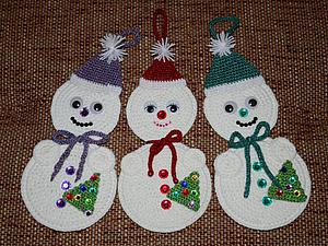 Делаем забавных вязаных снеговичков на старых CD. Ярмарка Мастеров - ручная работа, handmade.