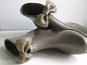 Вынужденный декор резиновых сапожек натуральной кожей. Ярмарка Мастеров - ручная работа, handmade.