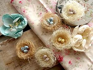 Easter nests made of sisal with their hands