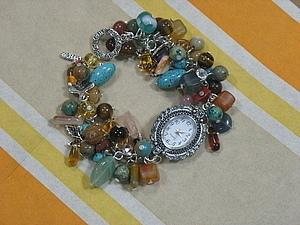 Часы и браслеты из камней фото