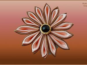 Видео мастер-класс: цветок из атласной ленты в технике Цумами Канзаши. Ярмарка Мастеров - ручная работа, handmade.