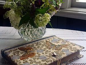 Бабочки, золото и ювелирный бисер | Ярмарка Мастеров - ручная работа, handmade