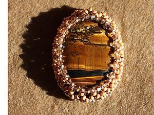 Оплетение овального кабошона с биконусами. Ярмарка Мастеров - ручная работа, handmade.