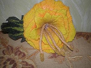 Валяем брошь «Весенний цветок». Ярмарка Мастеров - ручная работа, handmade.
