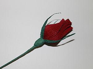 Бутон розы с конфеткой из гофробумаги (креп). Ярмарка Мастеров - ручная работа, handmade.