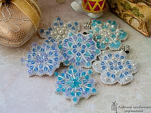 Кулон Снежинка, вышитая бисером , handmade