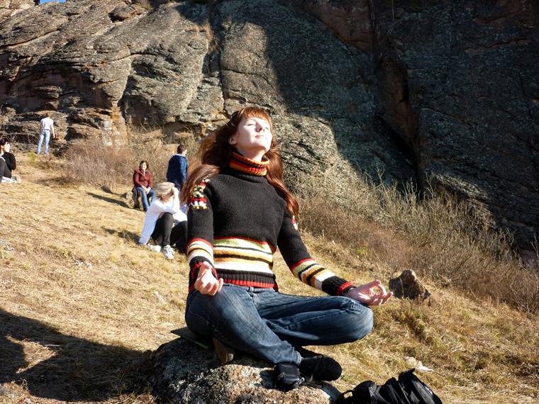 Студенты снимают стресс после лекции 17 фотография
