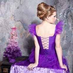Яркая одежда и утонченные наряды в фиолетово-сиреневых тонах