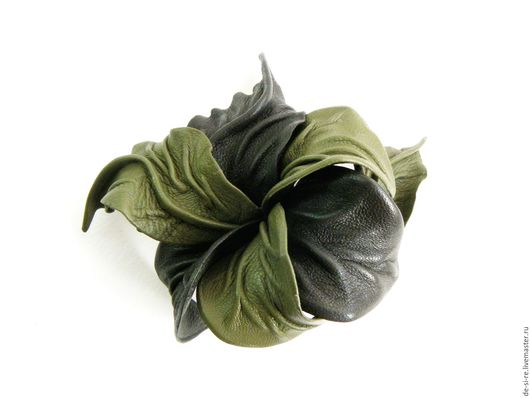 Заколка-автомат  для волос цветок из кожи `Зеленый Мох` оливковая. Удобная и надежная заколка автомат для волос. Оригинальный объёмный цветок для волос, прически.  Романтическое украшение Подарок. DSR