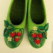 """Обувь ручной работы. Ярмарка Мастеров - ручная работа """"Земляничное счастье"""". Валяные тапочки.. Handmade."""