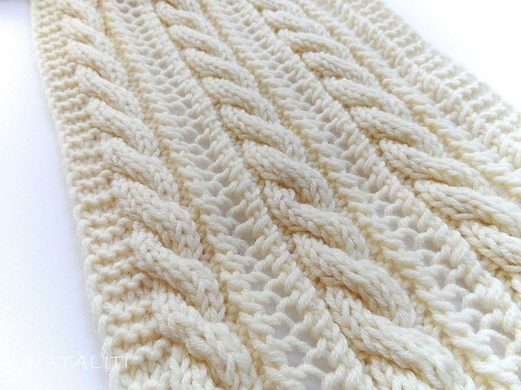 Вяжем спицами шарф косами