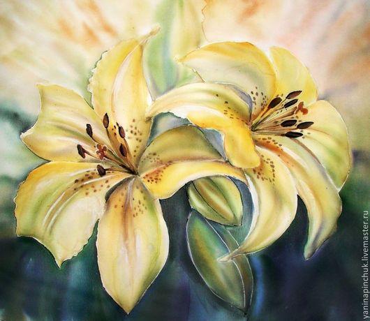"""Картины цветов ручной работы. Ярмарка Мастеров - ручная работа. Купить Панно батик """"Золотистые лилии"""" искусственный шёлк. Handmade."""
